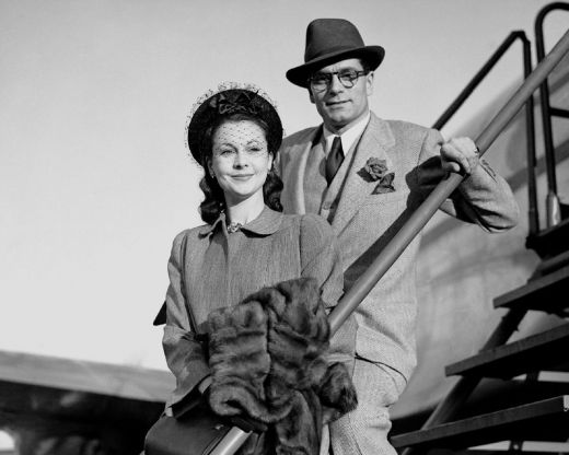 Vivien Leigh and Laurence Oliver at Heathrow bound for Australia in 1948