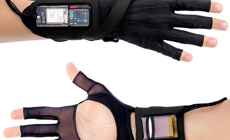 Kelly Snook | mi.mu gloves