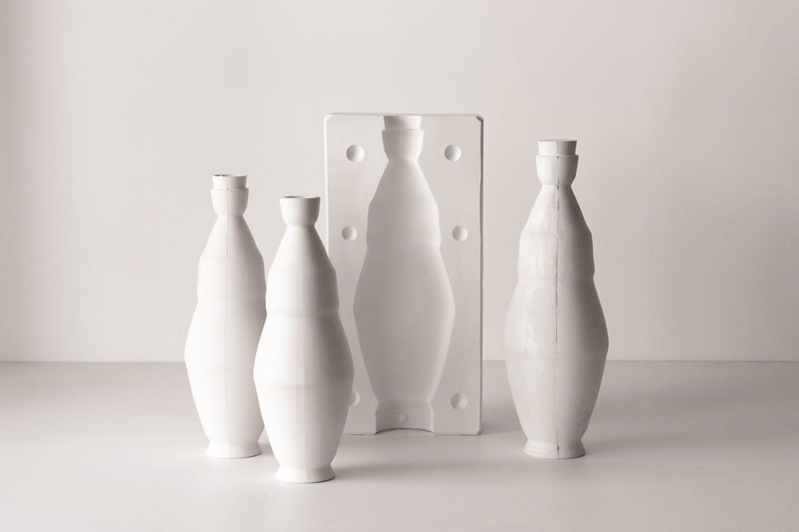 Arts Forum - Damon Moon. Image credit: Damon Moon, Washington Vase series, plaster and ceramic, 2016. Photo credit: Anna Fennech Harris