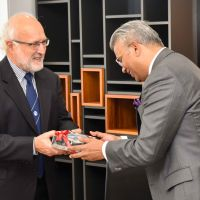 The High Commissioner of India is welcomed to the University of Tasmania