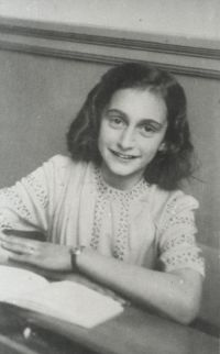 Let Me Be Myself - The Life Story of Anne Frank