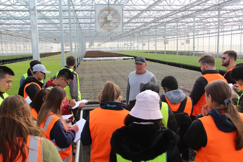 Students touring tassie agriculture