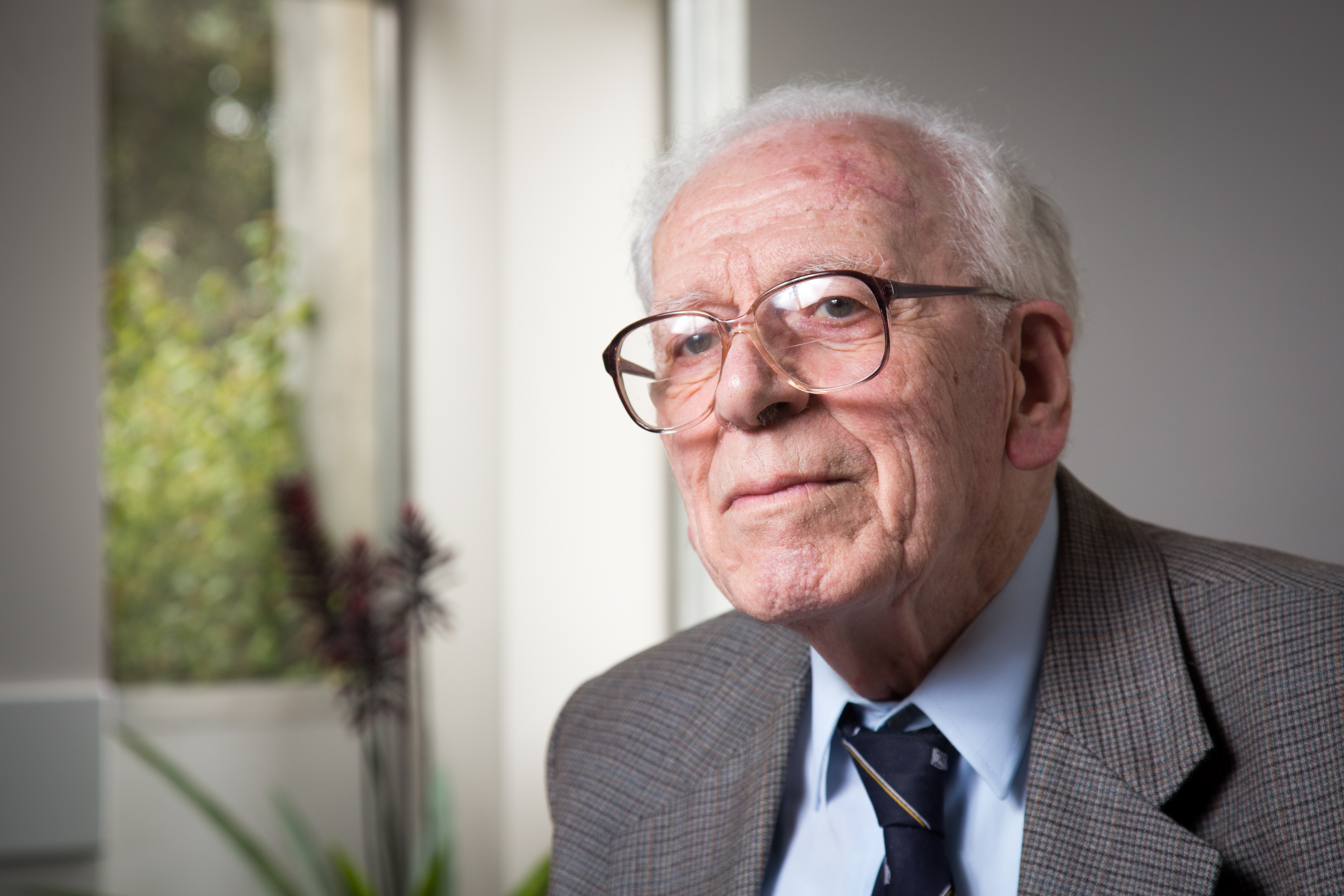 Dr Peter Smith OAM